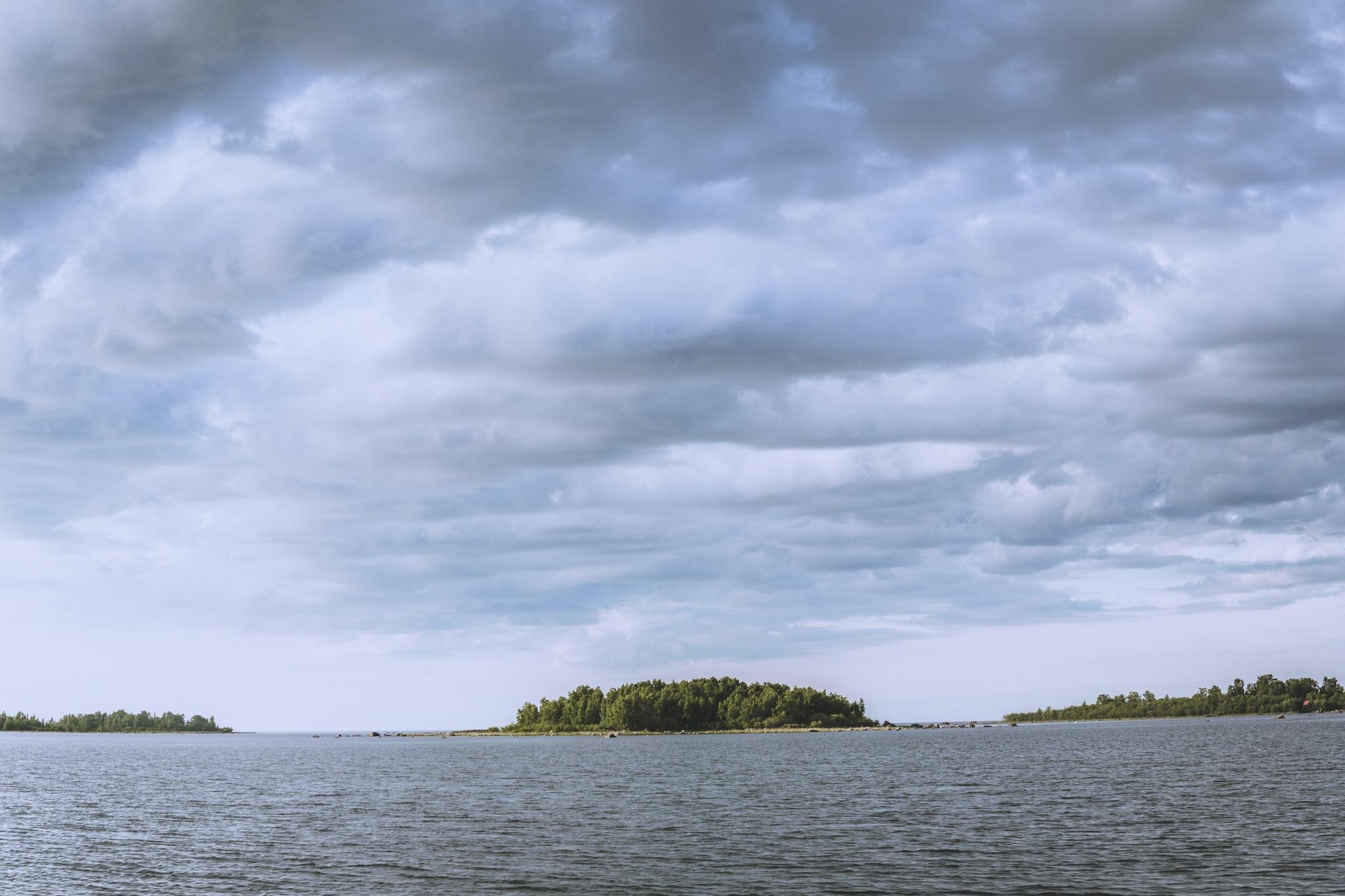 Saarimaisemia Rahjan saariston edustalta. Tästä oli enää noin tunnin melonta perille.