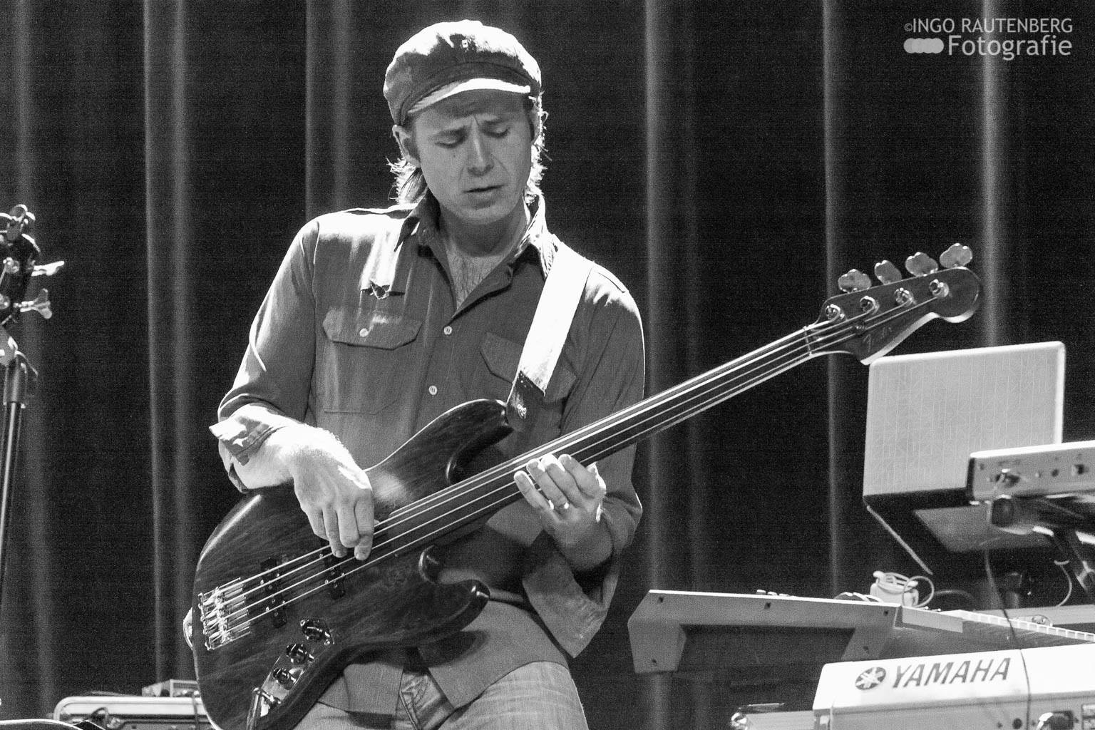James Simonson   (Bass)