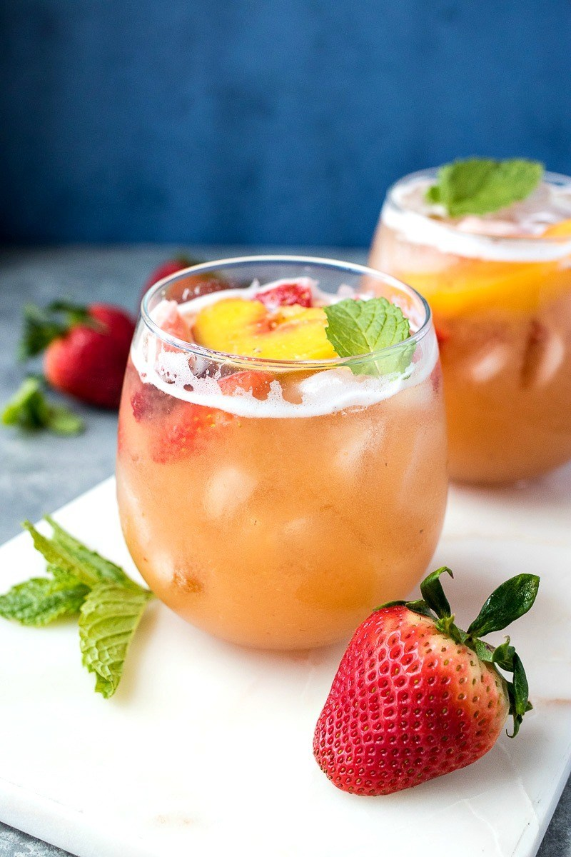 Strawberry-Peach-Sangria_IMG_4670.jpg
