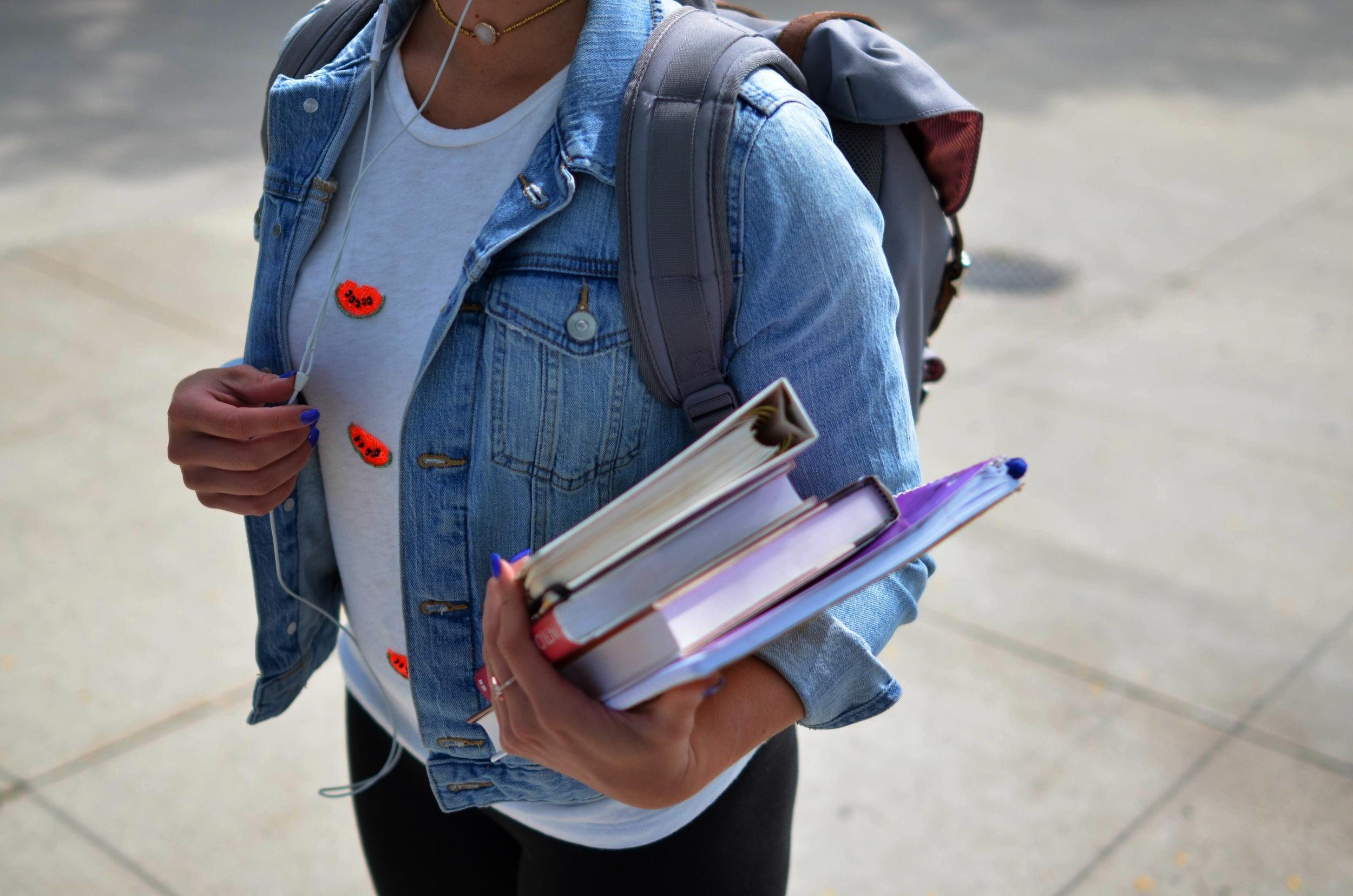 NUESTRA MISION - Con un enfoque en liderazgo y logros académicos, Nevada Prep educa a cada alumno desde quinto hasta octavo para sobresalir en high school, la universidad y la vida.