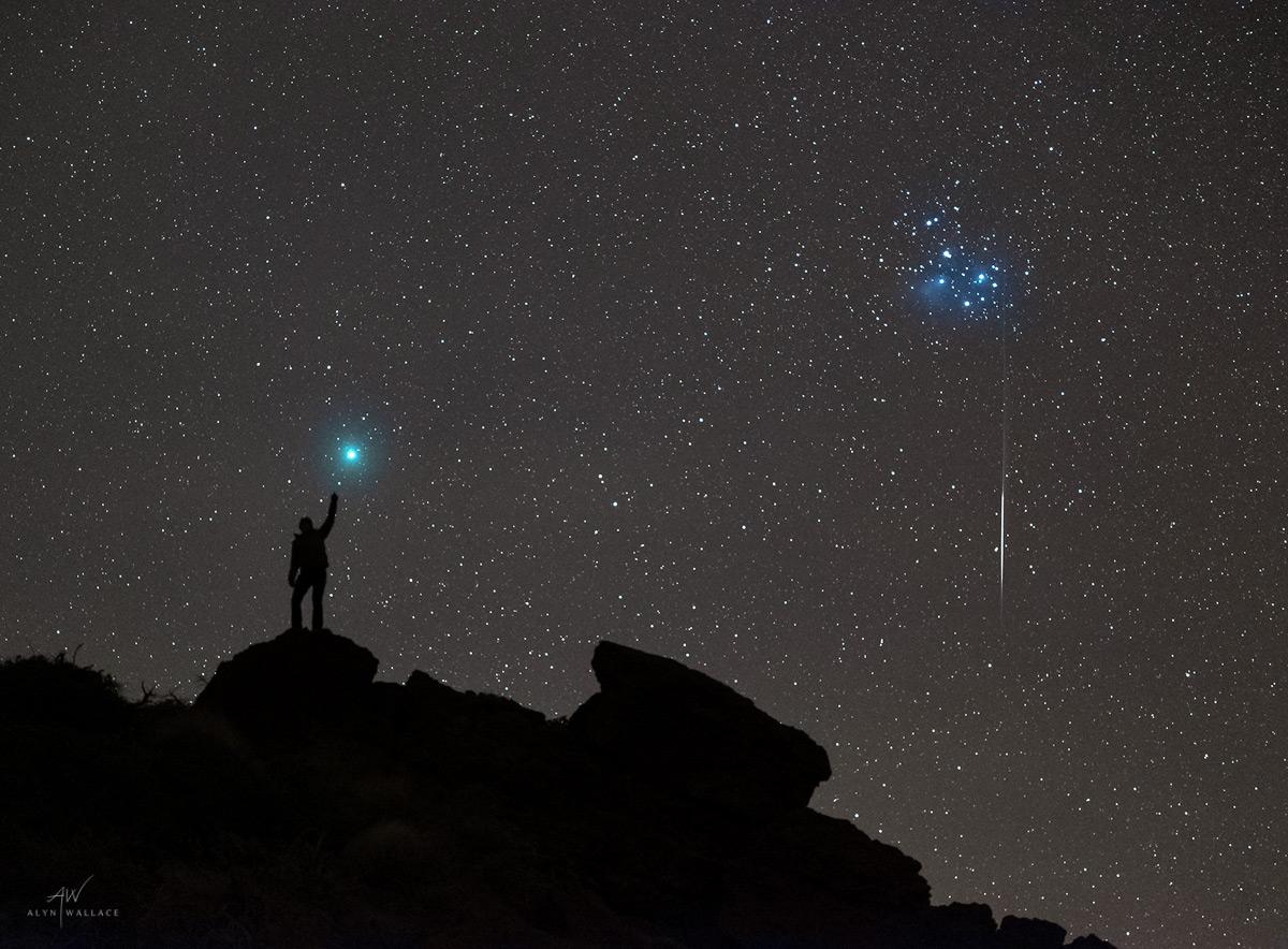 Person-Comet-46P-Wirtanen-Pleiades-Meteor.jpg
