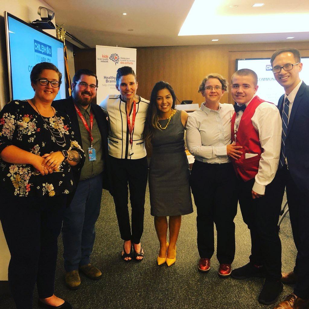 Notre équipe (de gauche à droite : Rachel Martens, Nikolas Harris, Kirsty Duncan, Keiko Shikako-Thomas, Susan Cosgrove, Liam Cosgrove, Jonathan Lai)
