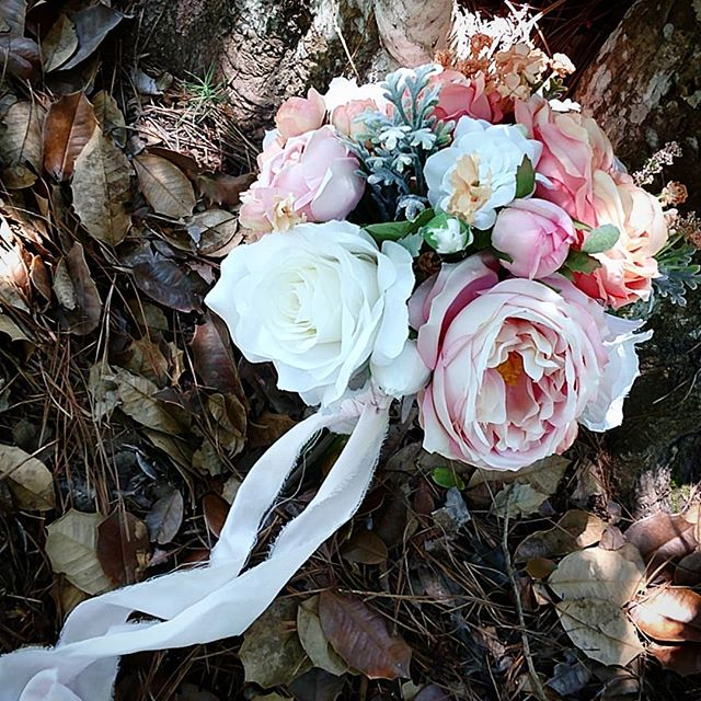 Q&A for today 💖 ❤️Do you provide bridal bouquet & boutineer? ❤️Yes, we most certainly do. Our Elegant and Dream collections include your flowers. #PopUpWeddings