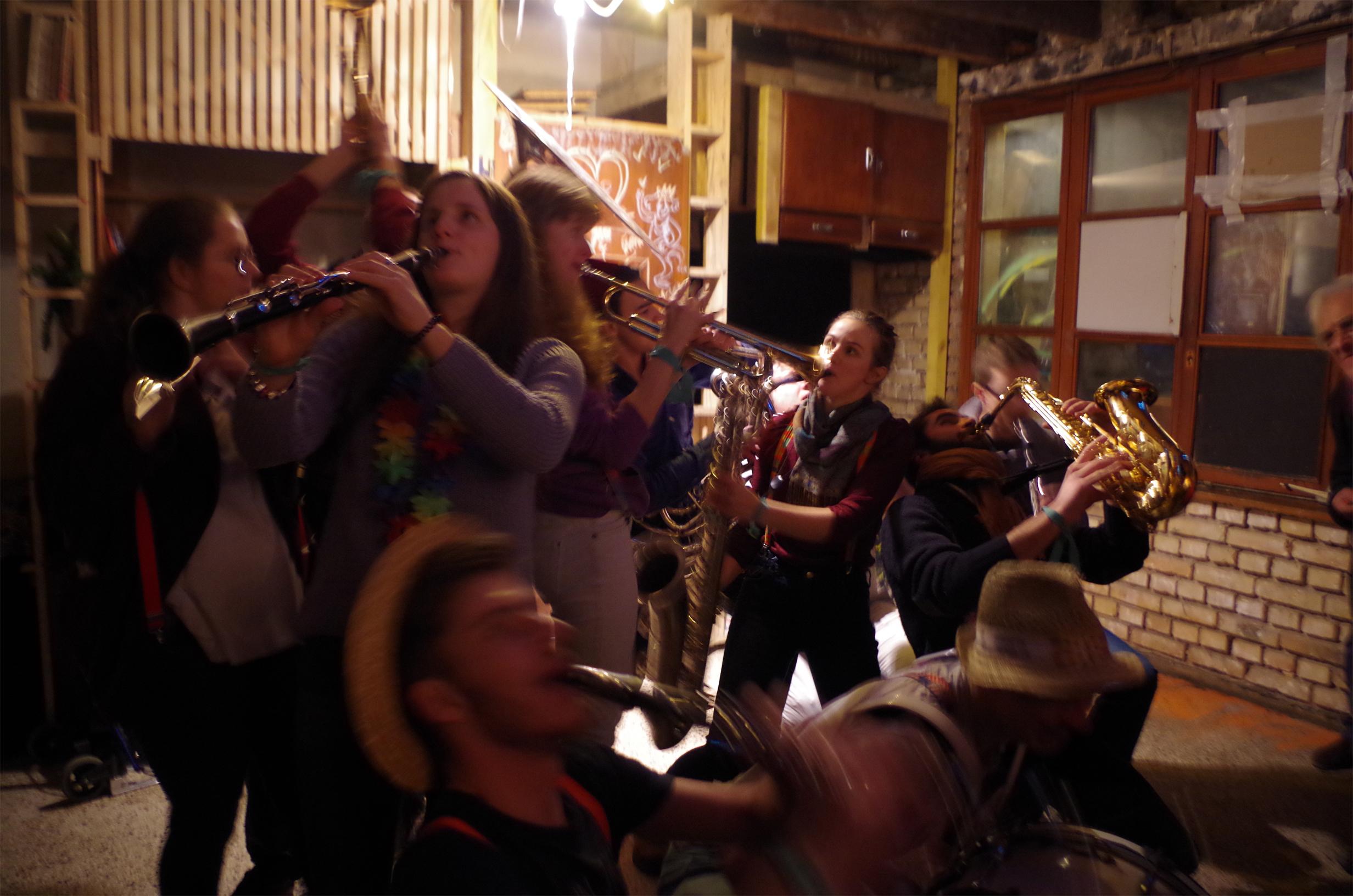 La fanfare de l'INSA de Strasbourg – Concert bien apprécié devant les nouvelles réalisations.