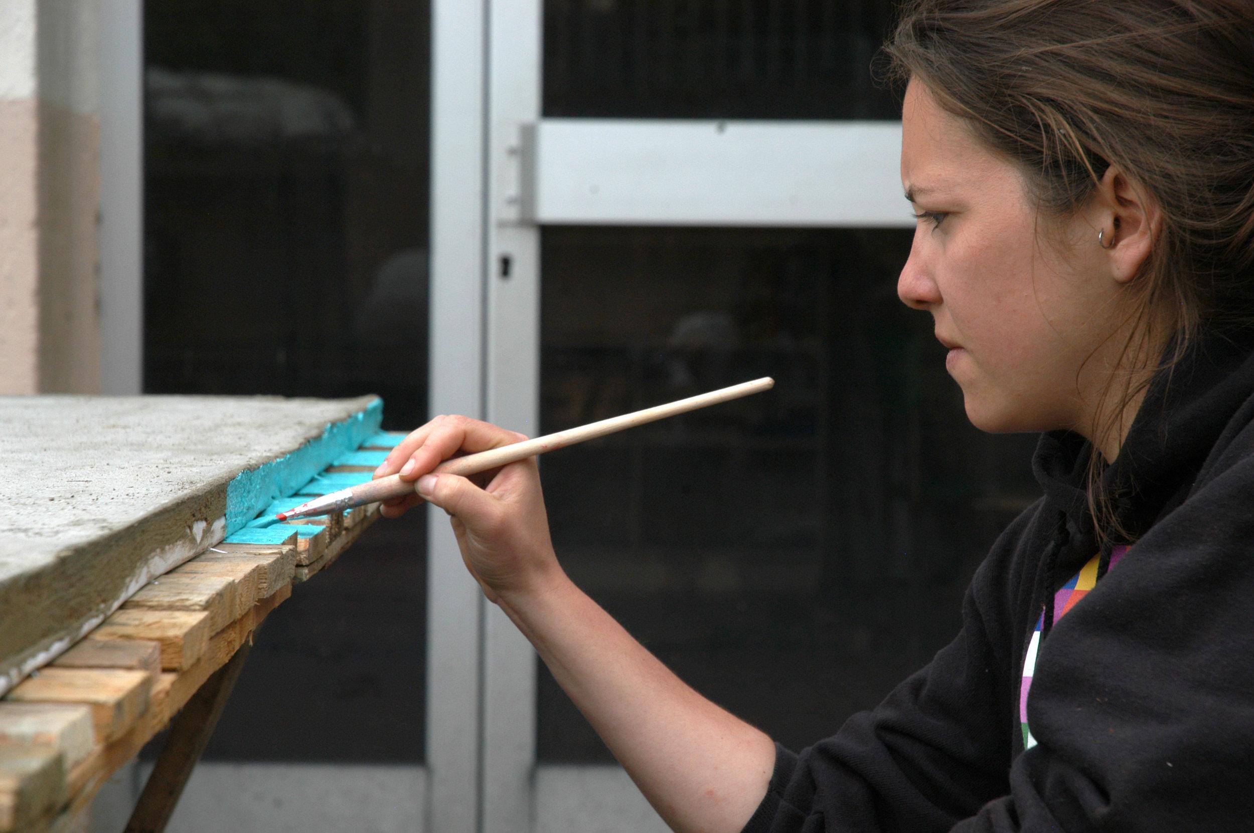 Peinture de la tranche en ciment de la table