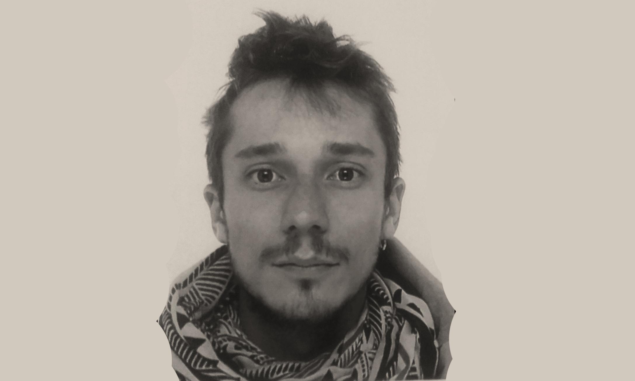 Guillaume Isnard   Diplômé en architecture INSA en 2015, Guiqui travaille au sein de l'Atelier D-Form, agence spécialisée dans la construction passive en Alsace. Passionné par la composante collective et participative du projet, il expérimente en parallèle une approche de terrain par le « faire » en se confrontant directement au chantier et à la matière au travers divers projets associatifs et la mise en place d'outils collaboratifs.