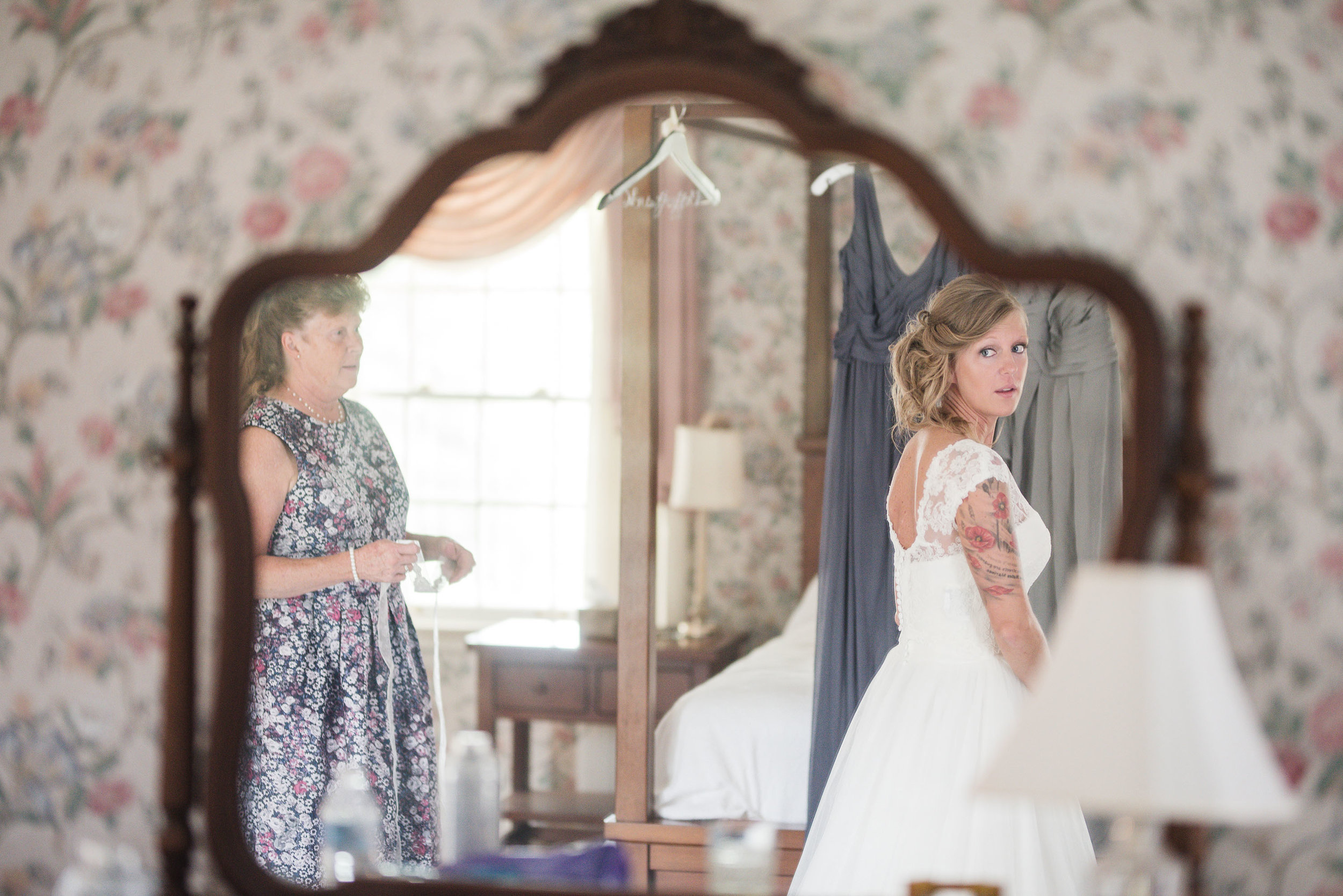 bride getting ready at her wedding little brook meadows lancaster ohio wedding photographer