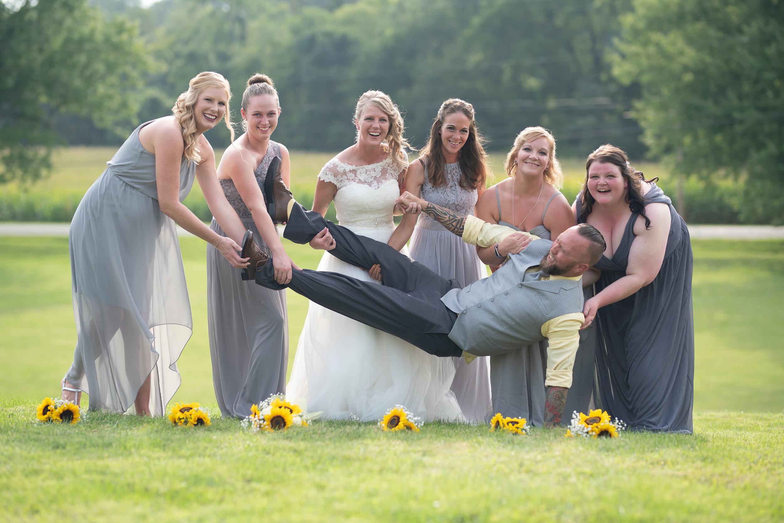 lancaster ohio wedding photographer fun bridal party photos