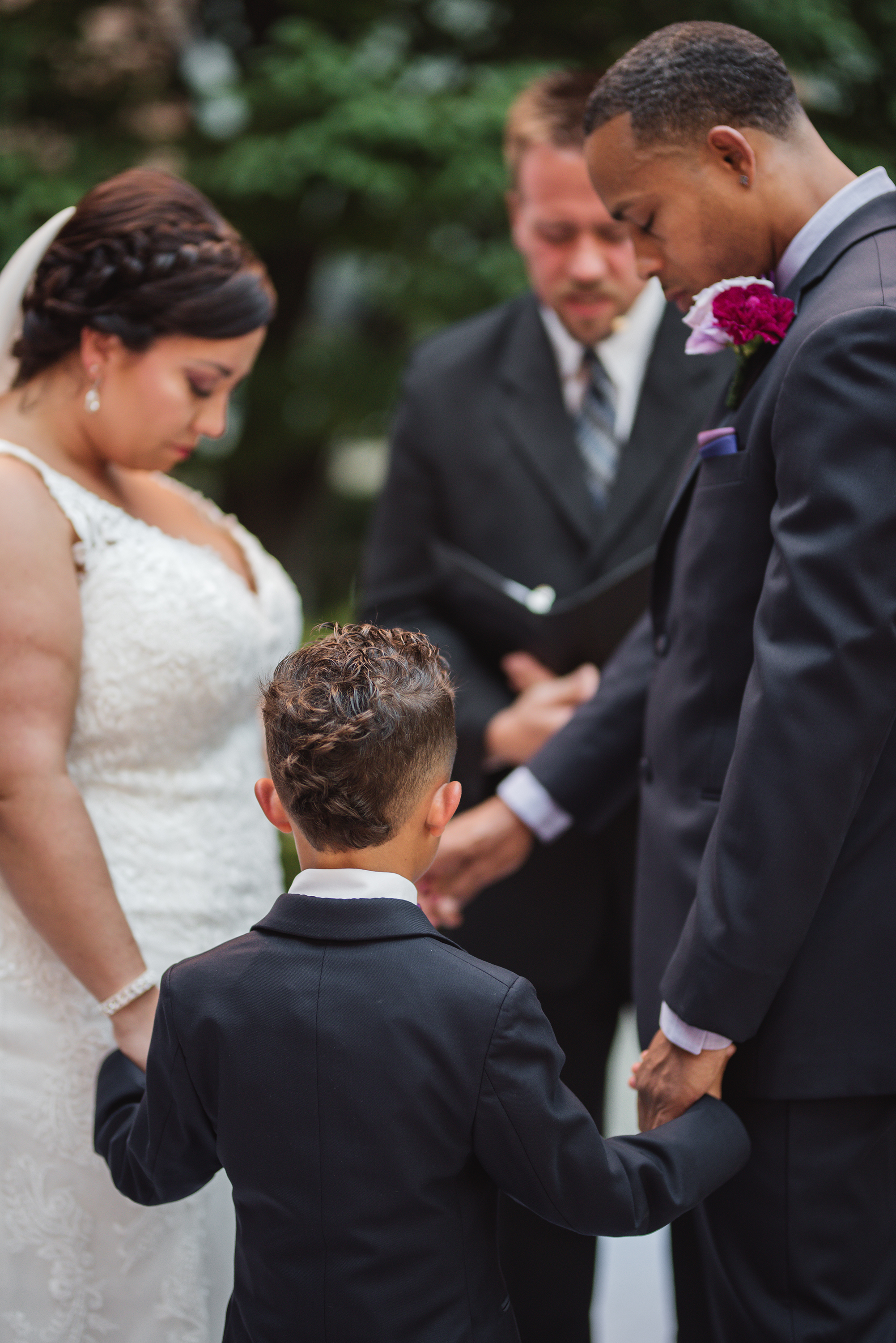 wedding photographer in columbus specialize candid