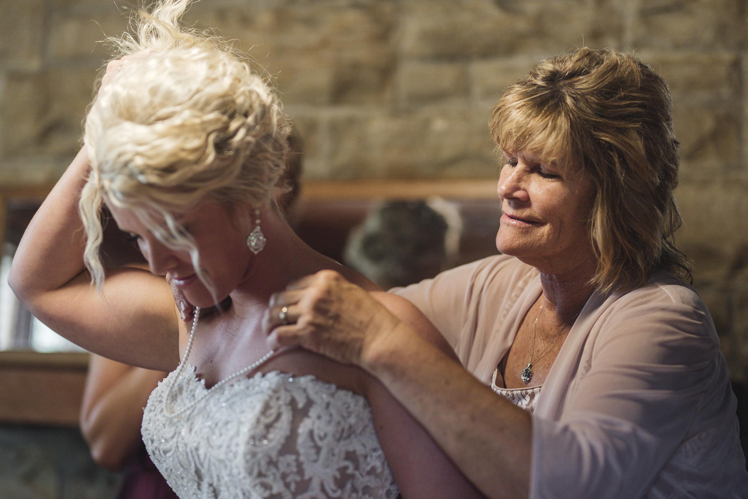 bride mother photo at wedding at Lake Hope Ohio photographer