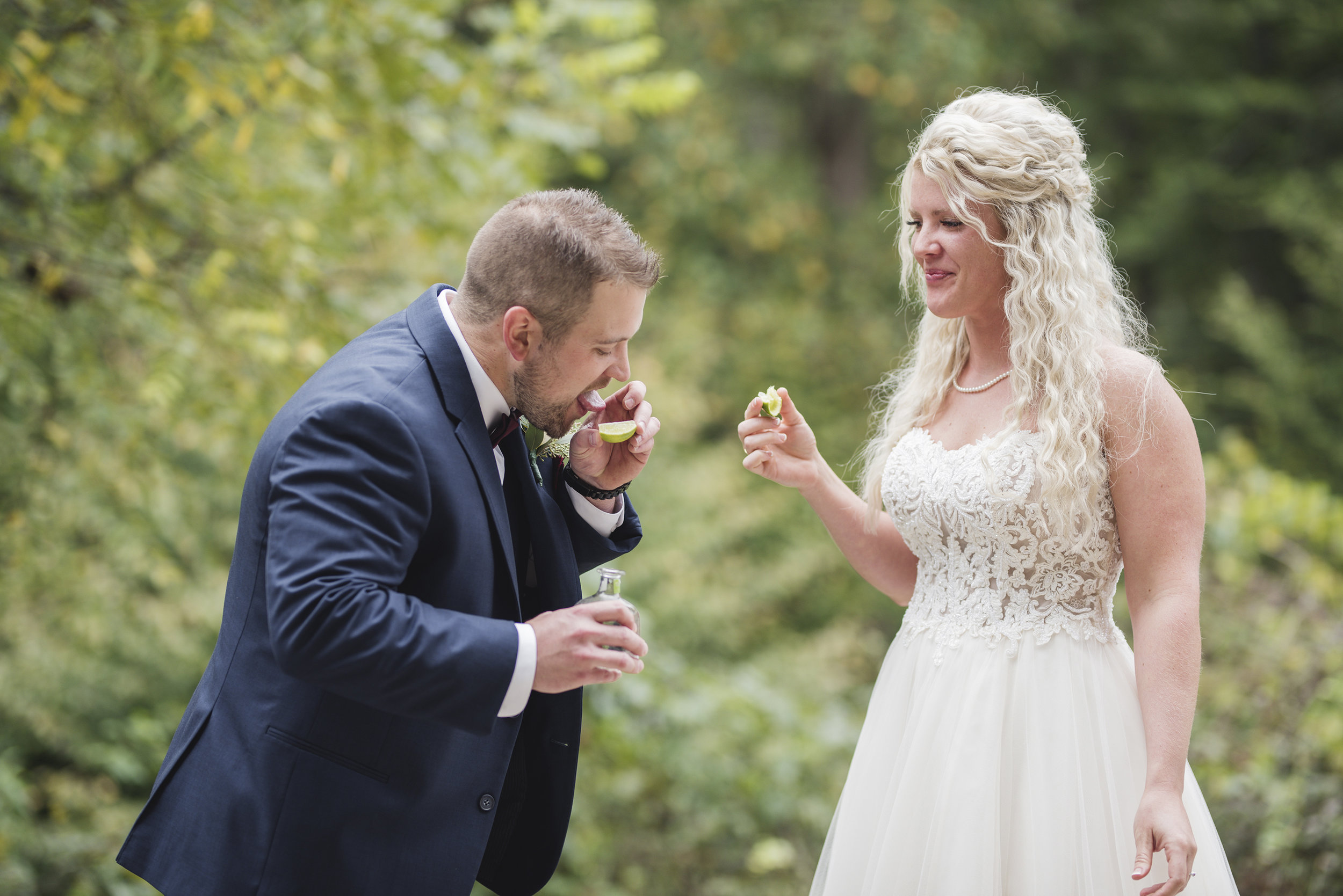 candid style wedding photographer ohio