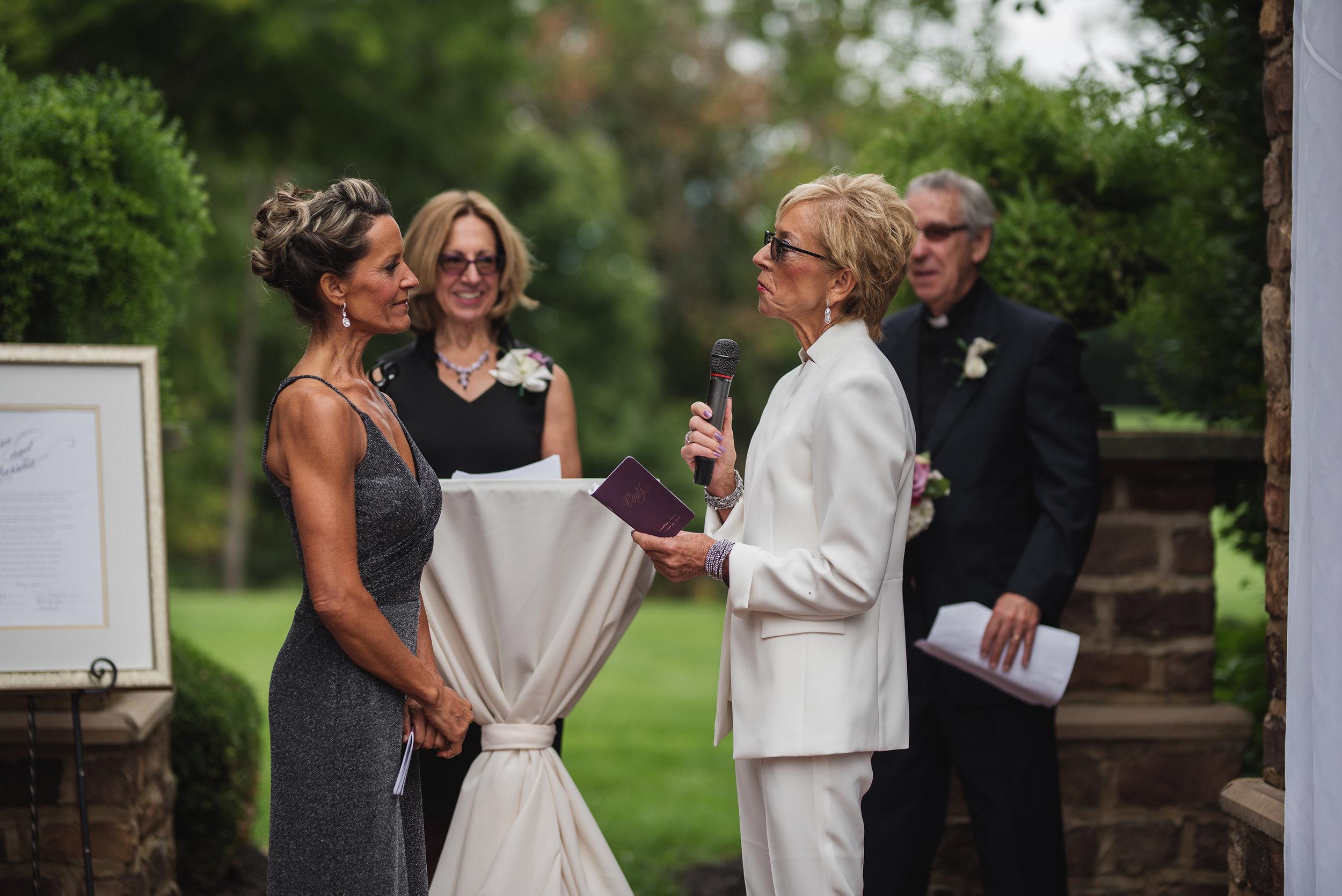 lifestyle candid wedding photography Ohio