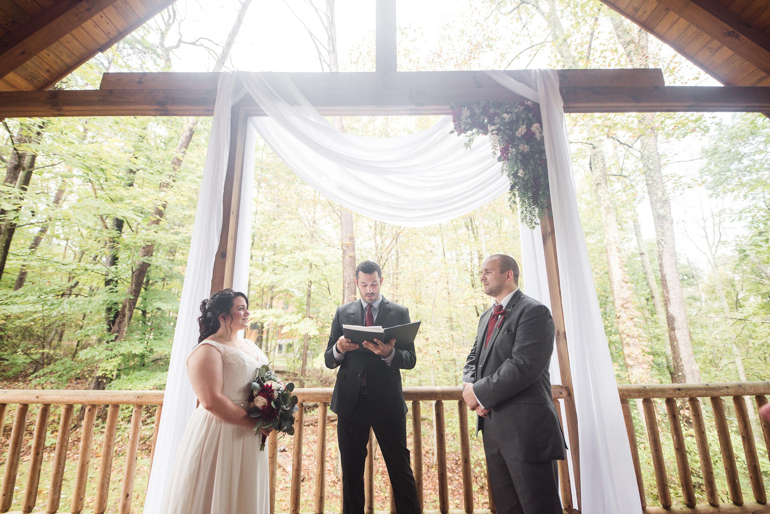 hocking hills cabin wedding photographer for elopement
