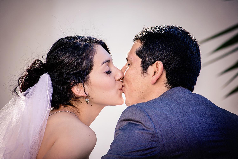 kissing-2319464_1920-sm.jpg