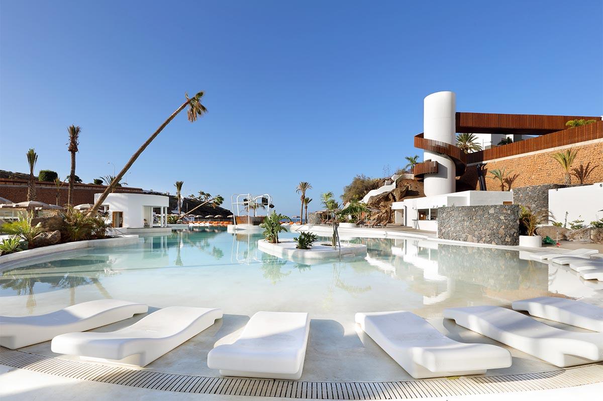 Hard_Rock_Hotel_Tenerife_-_Lagoon2.jpg