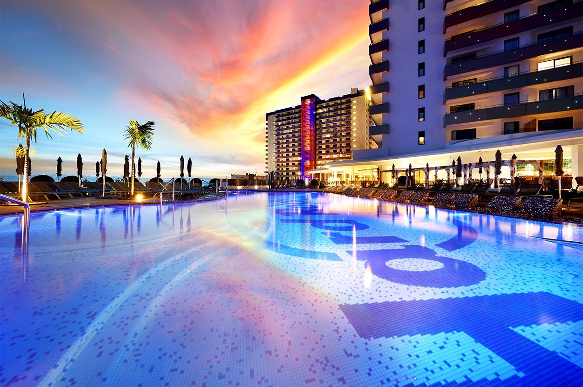 Hard_Rock_Hotel_Tenerife_-_Splash_pool.jpg