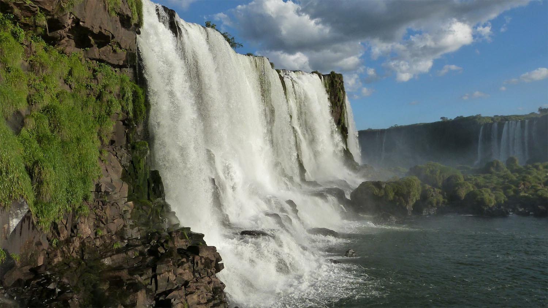 iguazu-falls-455609_1920-sm.jpg