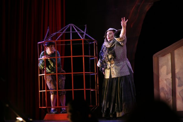 Hansel ( Hansel and Gretel ) at Boston Lyric Opera-Opera New England, with Martha Warren as the Witch (Credit: Paul Lyden)