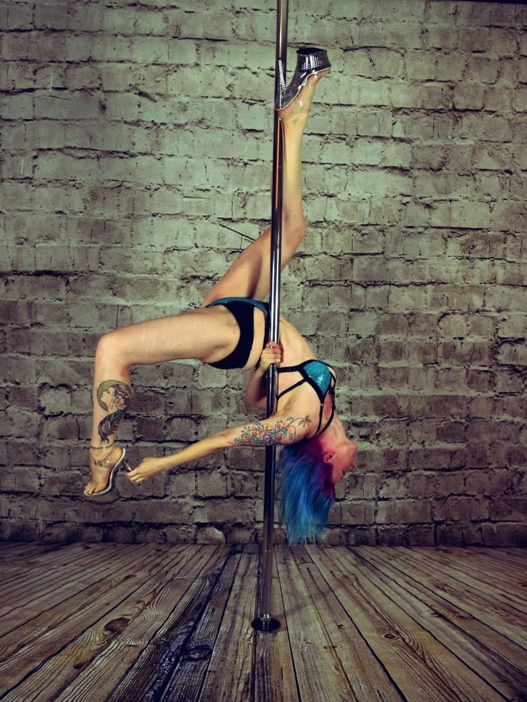 Jen Beattie  Pole Dancer & Aerialist