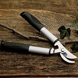 SHORT HANDLED GARDEN SHEARS