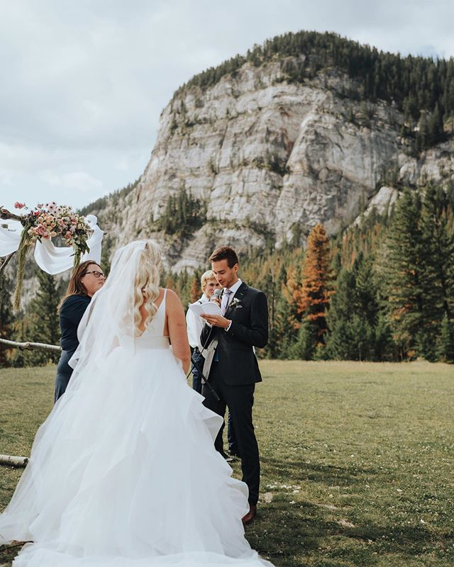 No better place than the mountains to share your vows with your spouse 🏞
