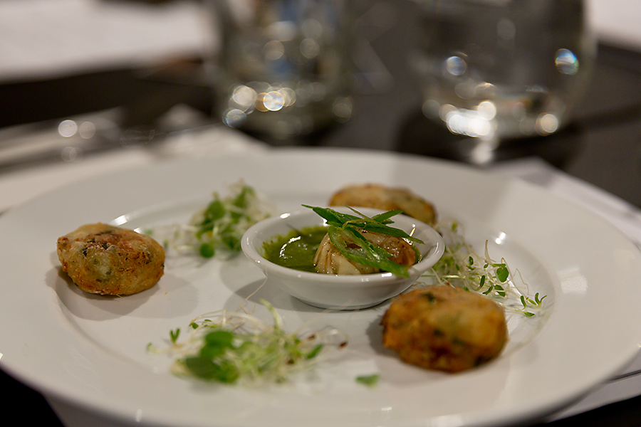 Next up was my favourite wine of the night.... Natutilus Sauvignon Blanc and of course most who know me know that I LOVE Thai... these Thai Fishcakes were served with Naan Jing dipping sauce and an amazing tasty little Chili Lime Prawn.