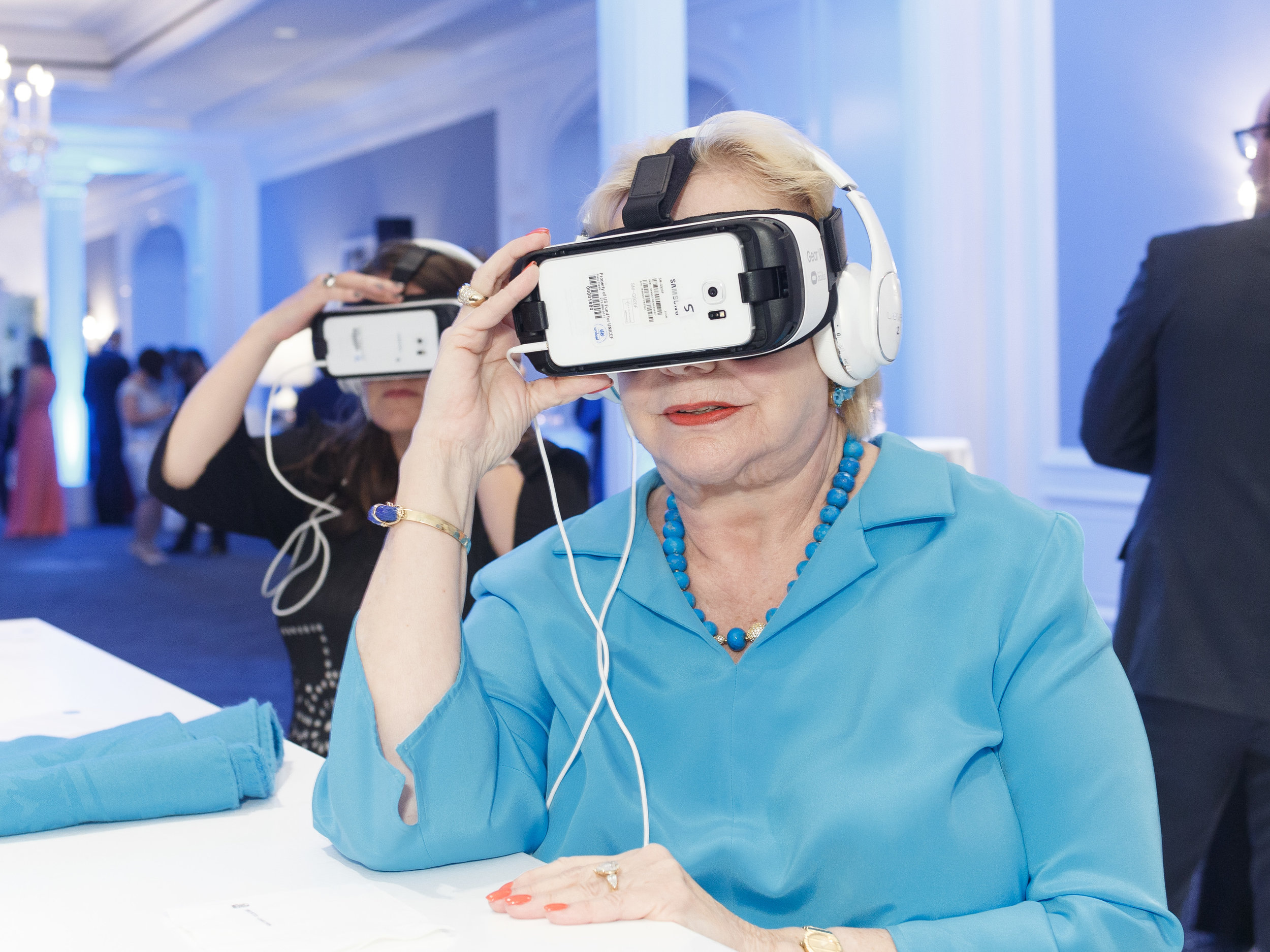 Guests enjoying the Virtual Reality Bar (Photo by Drew Altizer)