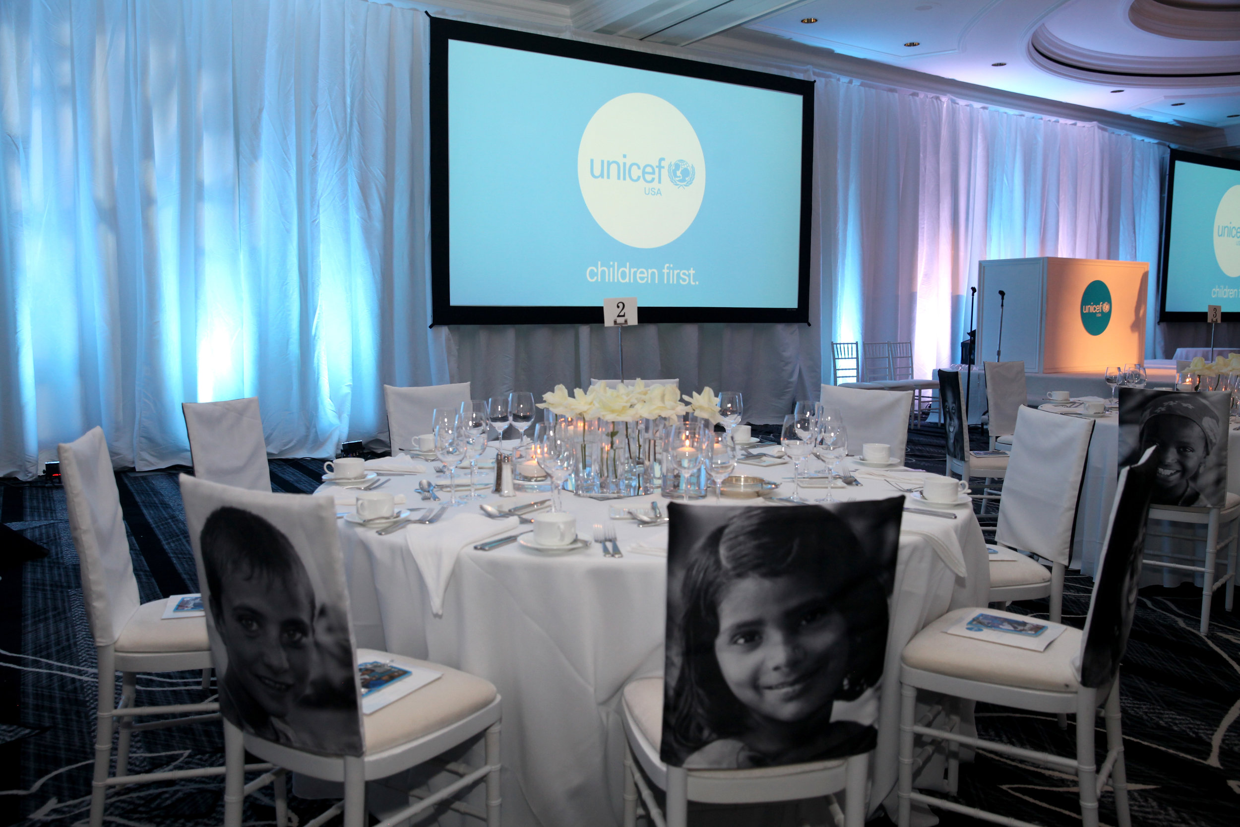 The dining room at the UNICEF Gala San Francisco (Photo by Drew Altizer)