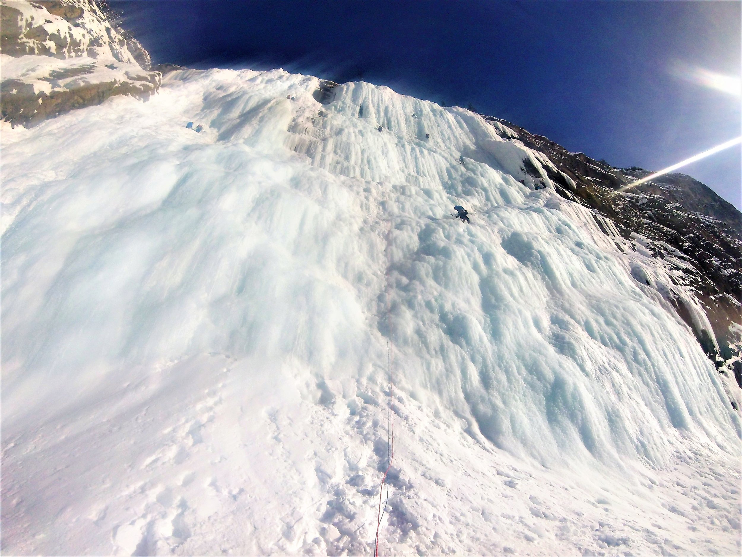 Busy day out on the Weeping Wall. Thankfully its large enough that parties don't risk dropping too much ice on each other.