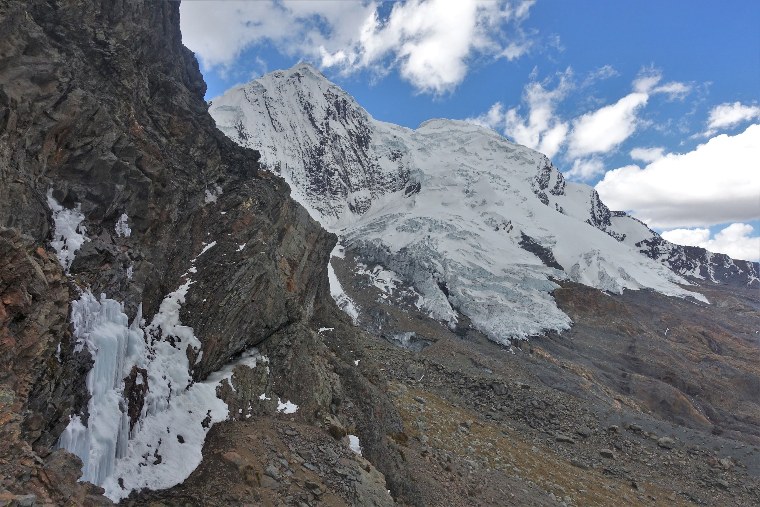 The South Face of Mururaju had significantly less snow and ice on the face than in 1999 and the glacier had retreated significantly.