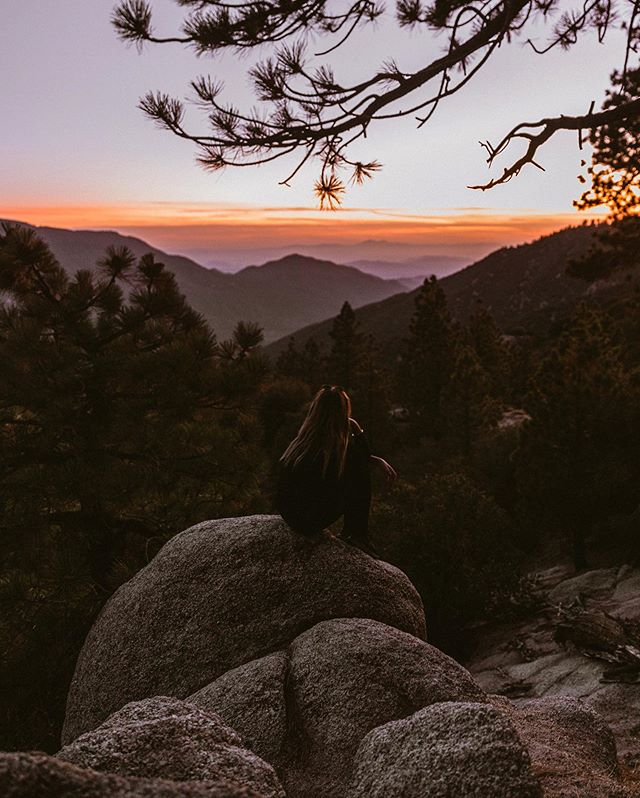 Fall evenings overlooking a dusty pink sky in Big Bear @visitcalifornia. ☁️• // Recently in @visitbigbear my friend @barekiwi and I decided to hike the Pineknot Trail to Grand View point for sunset. I love cooler weather and the magic as the trees change with the season. 🍂 🍁  We arrived just in time to see the last light of the day cast across the valley to the endless layers of mountains below. It was the perfect setting from an adventurous day of 4WD Jeep driving along a black diamond trail and kayaking on the lake, made even better by returning to a warm fire by night. 💕 The mountains have such a special place in my heart. Have you been to Big Bear before? #visitcalifornia Thank you! 😊 could you put their hashtag in the caption as well? #meanwhileinbigbear