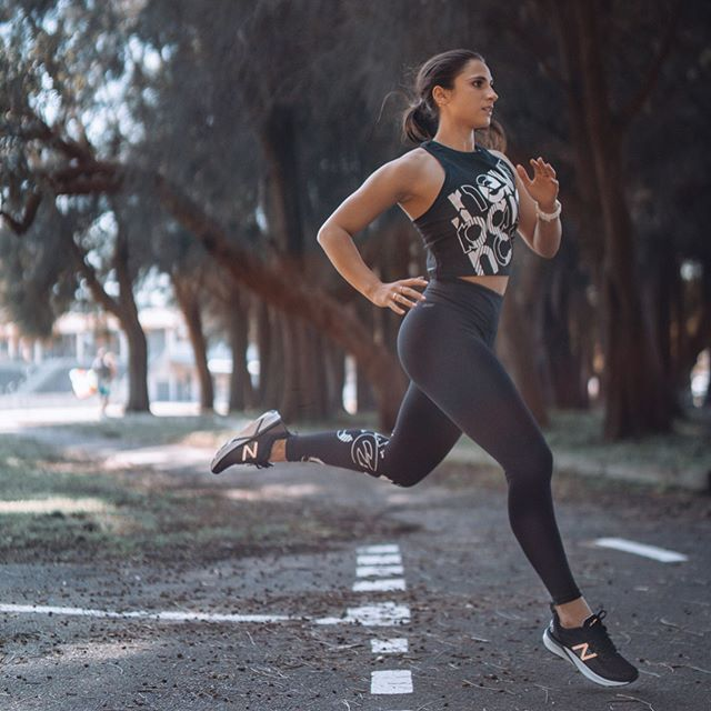 When I was running today I heard someone clapping, turned out it was just my thighs cheering me on 🏃🏽♀️ loving this new kit by @newbalanceaustralia 🖤