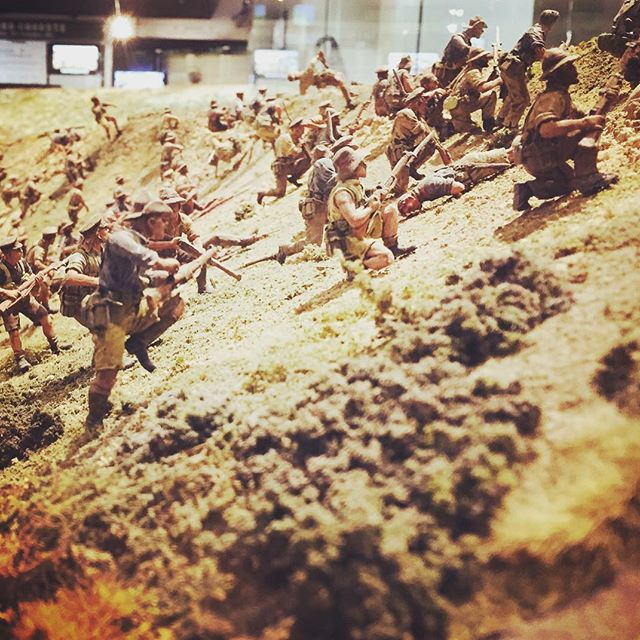 Epic work of the Battle of Chunuk Bair by Weta Workshop and the Perry Twins at the Dominion Museum. 5000 miniatures!! #anzac #miniature #diorama #battle #perrytwins #wetaworkshop #battleofchunukbair #theGreatWar #wellington #warmemorial #dominionmuseum #ww1 #trenches #thegreatwarexhibition #peterjackson