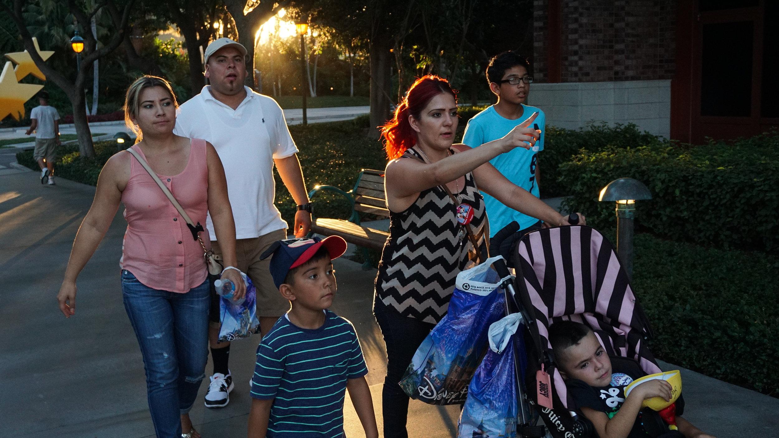 Family-backlit-1-03465.jpg
