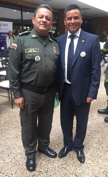De izquierda a derecha: General Jorge Hernando Nieto Rojas Director General de la Policía Nacional de Colombia; Doctor Belisario Velasquez Pinilla Presidente Belisario Velásquez & Asociados.