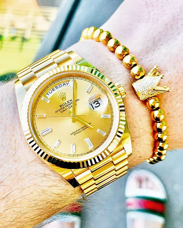Drip Drop - Royal Gold Crown Bracelet . www.VESETI.com . FOLLOW FOR MORE @VESETIBRACELETS  @VESETIBRACELETS @VESETIBRACELETS . . #bracelets #armband #braceletoftheday #wrist #wristwear #rolex #rolexwatch #rolexaholics #rolexwrist #bracelet #mensbracelet #watch #VESETI #luxury #watchesofinstagram #wristcandy #wis #watchcommunity #watchfam #watchgeek #watchnerd #keepthetime #calibercorner #watchcollector #horology #horophile