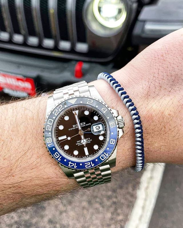 Nananananananana... . Check out this combo 😎 . Link in the bio . #moneyneversleeps #riseandgrind #wholesalewatchclub #rolex #batman #submariner #wristcheck #rolexwrist #rolexpassion #rolexwatches #rolexlover #rolexwatch #rolexero #watchesofinstagram #watches #watchoftheday #horology #dailywatch #luxurywatches #rolexaddict