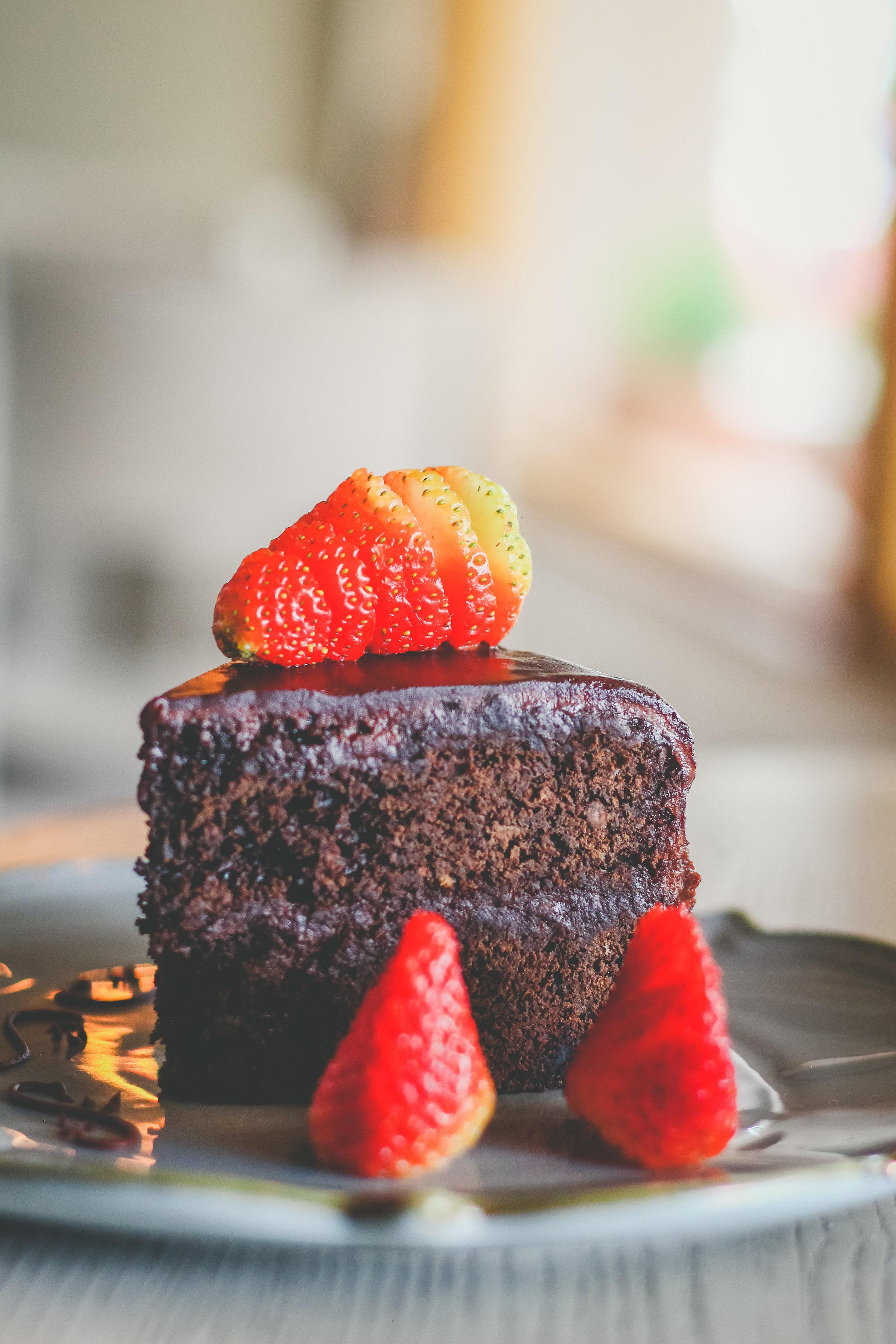 Torta de chocolate con fresas
