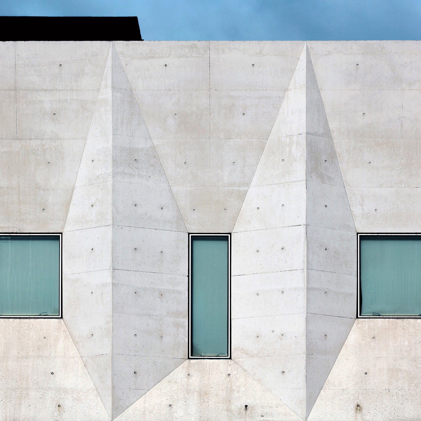 Palacio de Justica de Gouveia Location: Gouveia, Portugal Architect: Barbosa & Guimaraes Architects