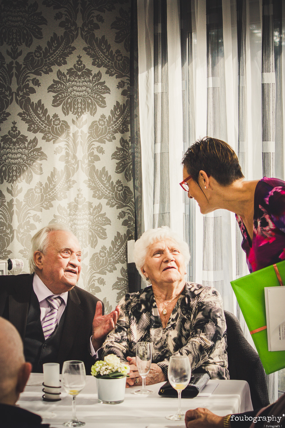 Councilwoman Geerts bringing a gift from the city Sint-Niklaas in honour of Simone & Emiel Foubert's 65th wedding anniversary   @Nieuwkerken-Waas (BE) - Family Photography -2014_