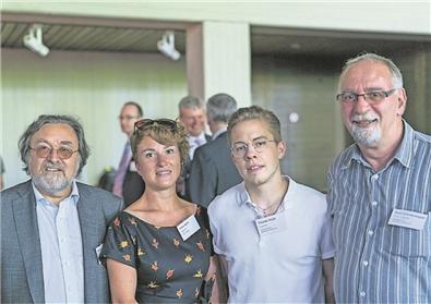 An der Generalversammlung der AIHK. v.l.: Renato Mazzocco (Sekretär AGB), Irène Kälin (Präsidentin ArbeitAargau), Florian Vock (Präsident AGB), Kurt Emmenegger (Sekretär UNIA)