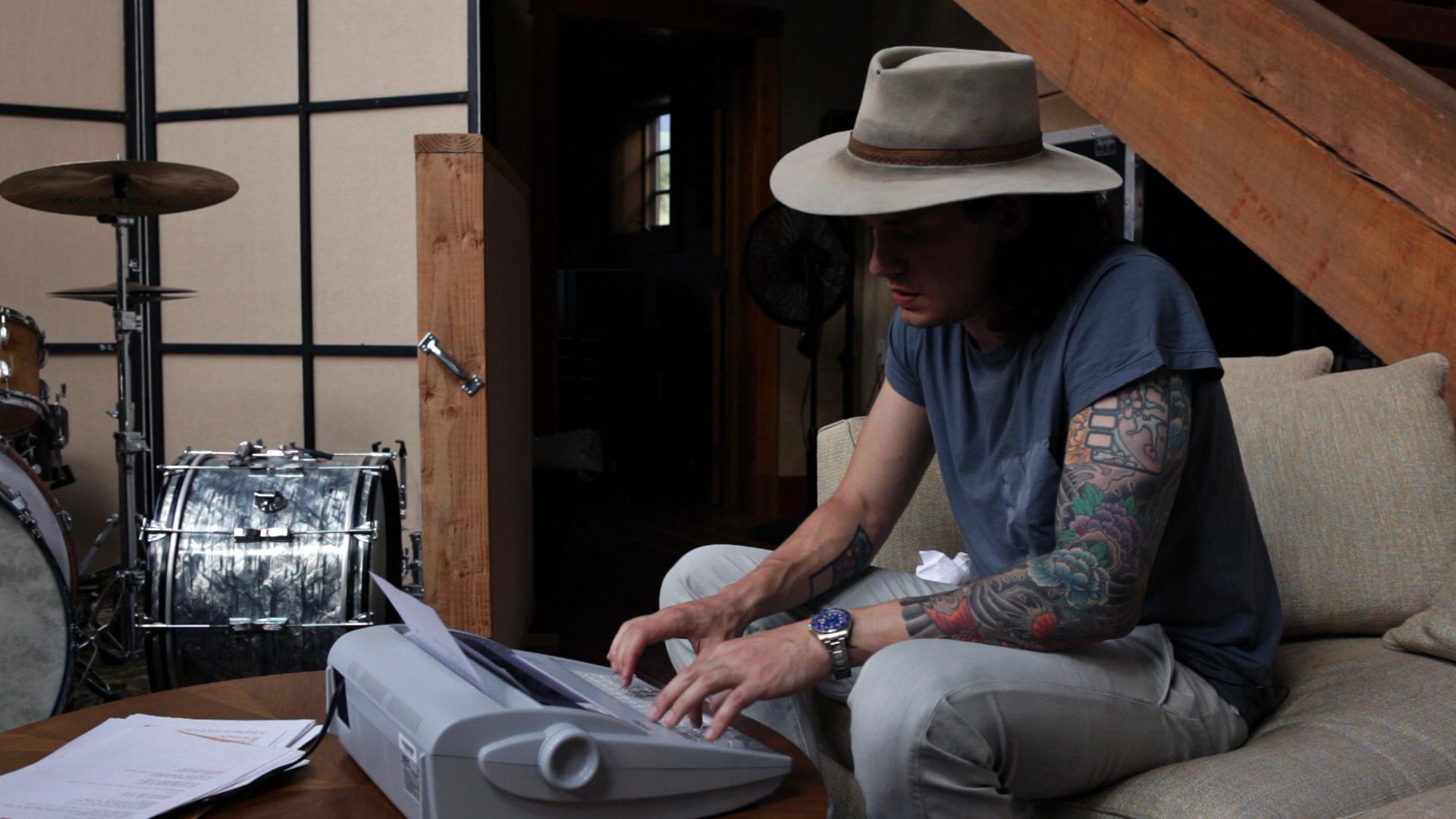 John Mayer types a song