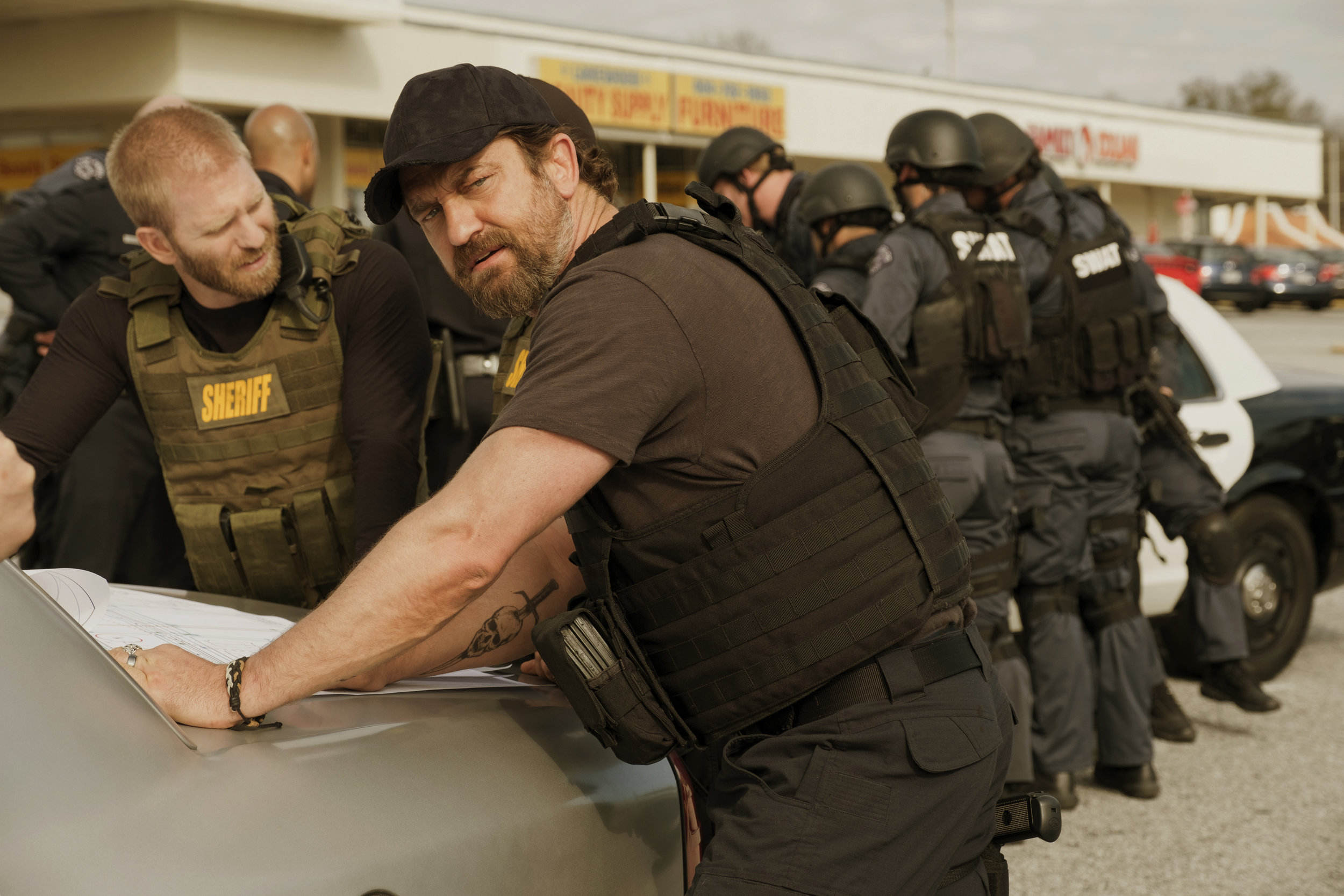 """Gerard Butler in Den of Thieves. That furrowed brow says, """"I'm outsmarting criminal geniuses.."""""""