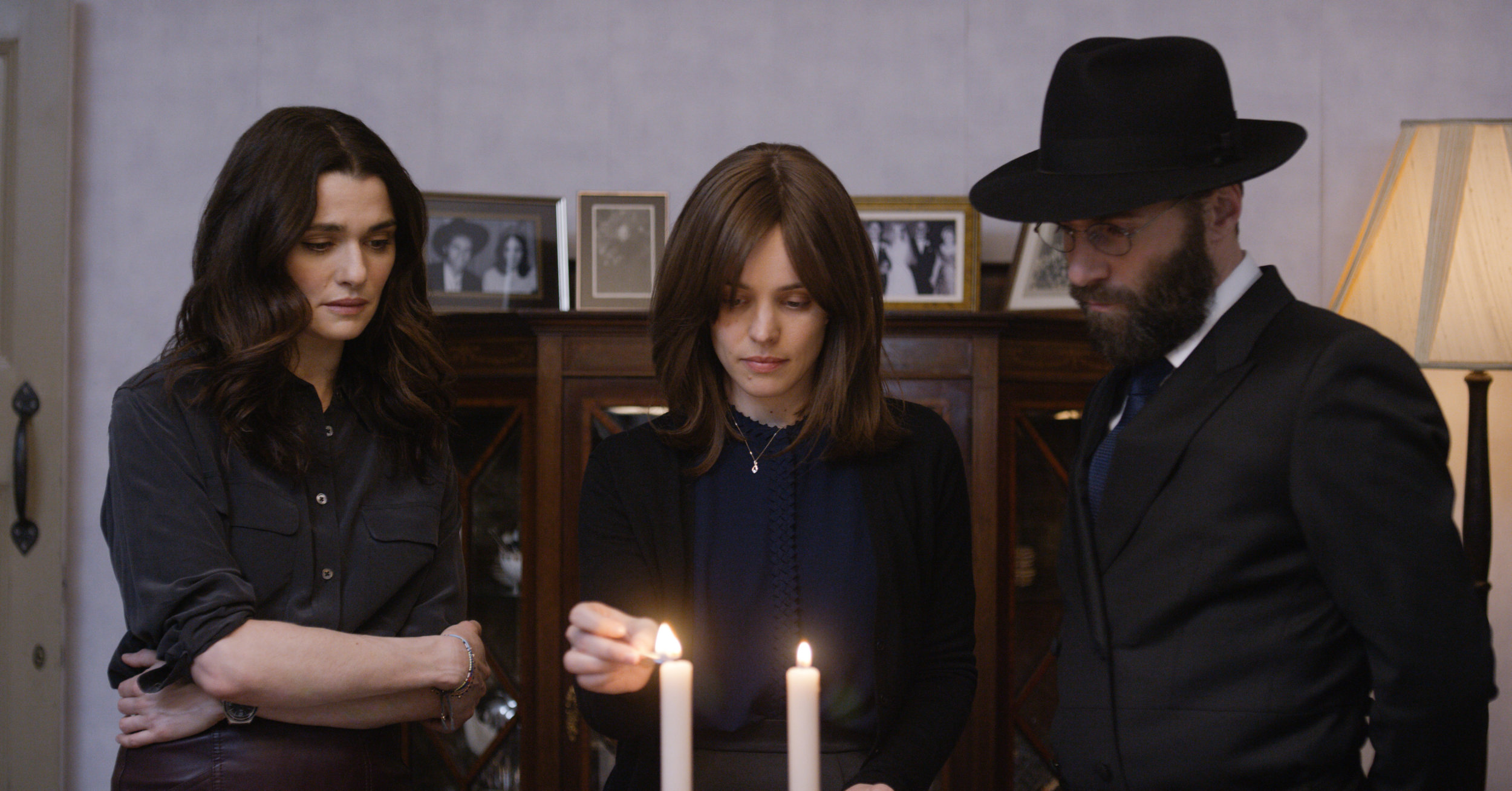 Ronit's return isn't good news for the marriage between Esti and aspiring rabbi Dovid