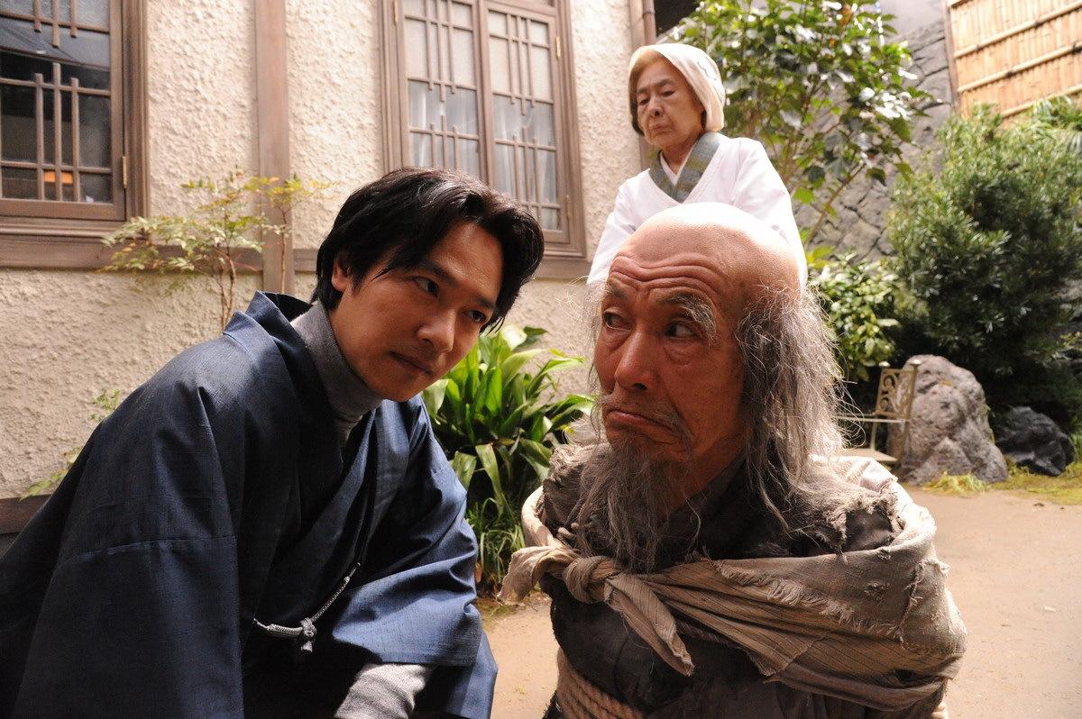 Isshiki (Masato Sakai) interrogates a mischief-making ghost in Destiny: The Tale of Kamakura