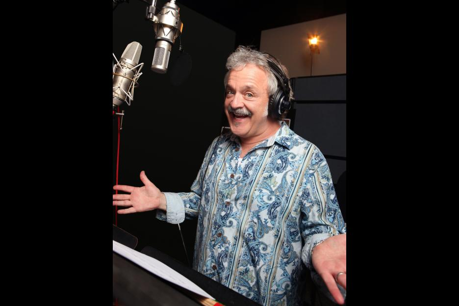 Voice actor Jim Cummings - a.k.a. Pooh and Tigger too.Yes he does do voicemails messages!