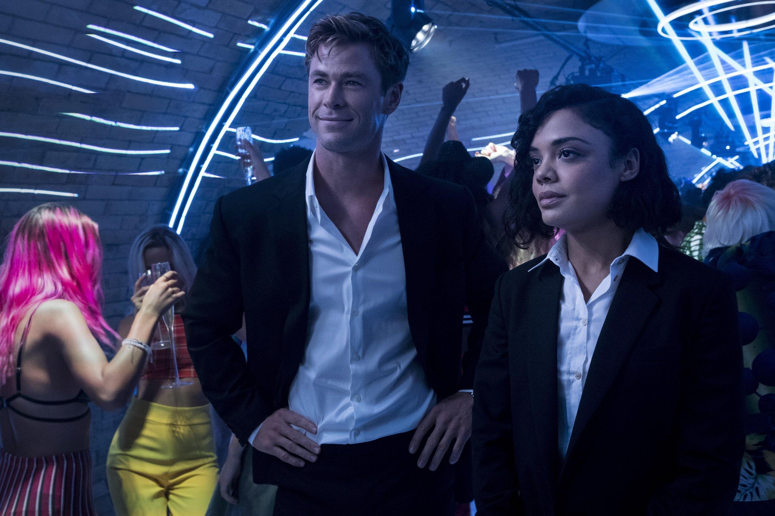 Chris Hemsworth and Tessa Thompson hunt aliens in a London nightclub in Men in Black: International