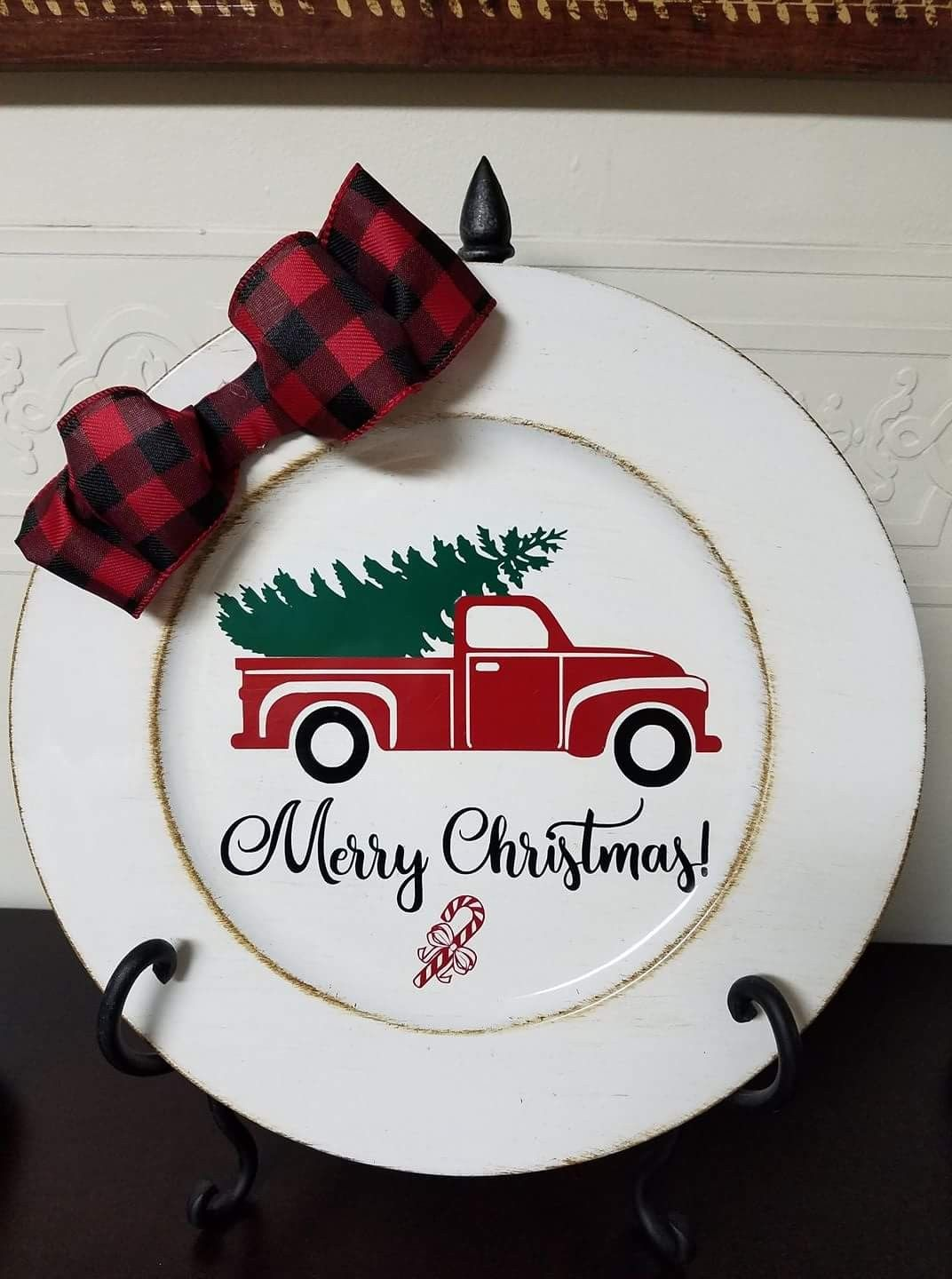 Skip the traditional plates and go with something a little more fun. Everywhere, and we mean everywhere, has some spruced up holiday plates this time of year. Seriously, even your local thrift store likely has a set that will spice up your table.   //source