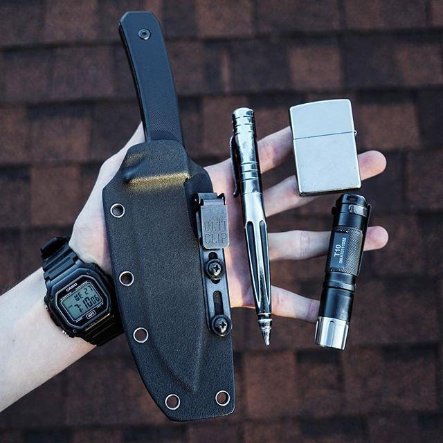 Clean and simple. #bolerblades #edc #handdump #pocketdump