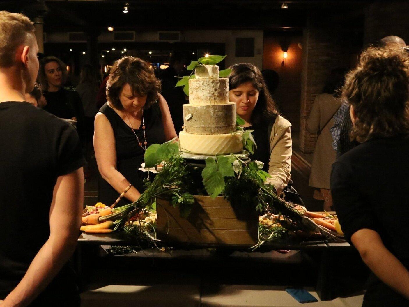 Wedding%252BCake-%252BwServers-TasteTalks%252Bcopy.jpg